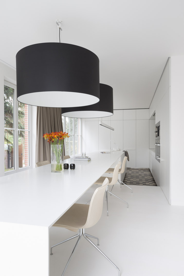 Lot de cuisine avec une table int gr e mobitim corian for Ilot avec table integree